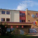 budynek szkoły przy ul. Leśnej Polanki 63/65