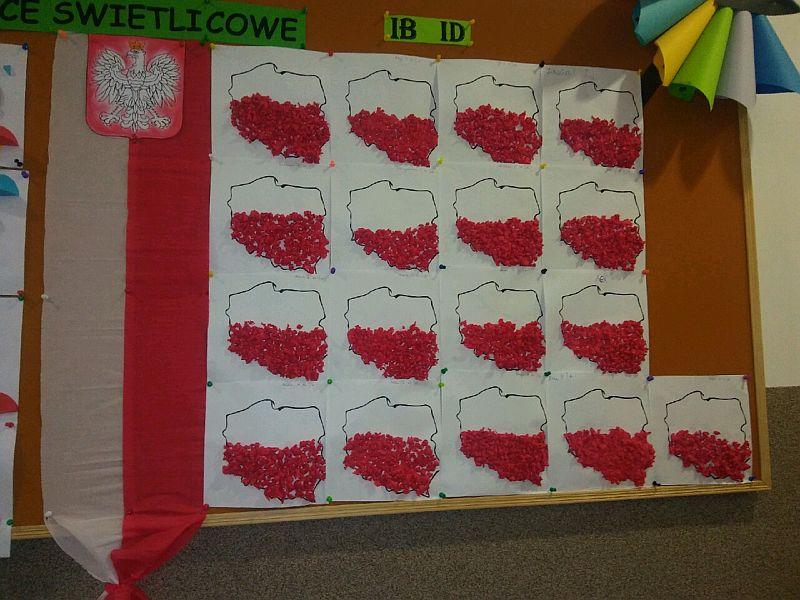 Dekoracja patriotyczna z okazji Narodowego Święta Niepodległości  wykonana przez uczniów klasy Ib i Id