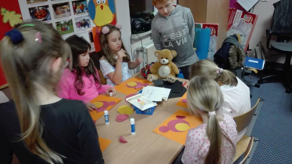 Dzieci zrobiły  Misie metodą origami