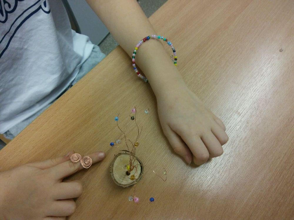 wykonane prace: bransoletka, pierścionek oraz ozdobne drzewko