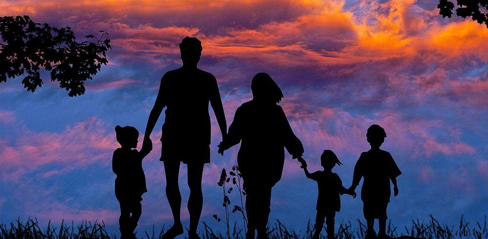 obrazek - rodzice z dziećmi