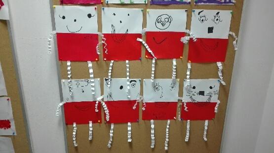 Flagi wykonane przez dzieci z oddziału przedszkolnego