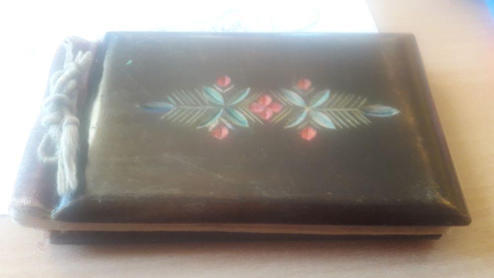 Nietuzinkowa okładka pamiętnika  (drewniana z wzorem kwiatowym)