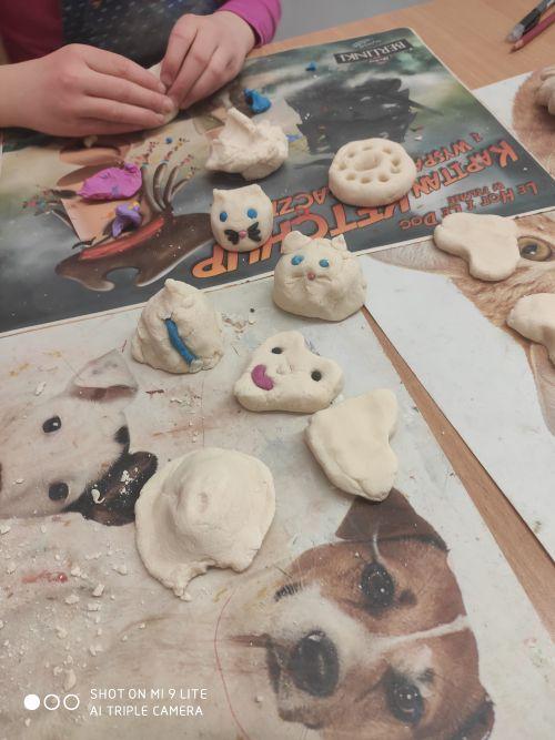 Ulepione figurki z masy solnej