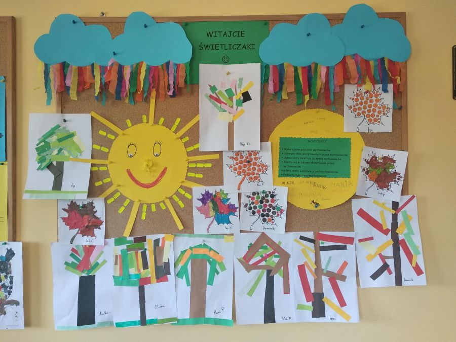 tablica z pracami uczniów