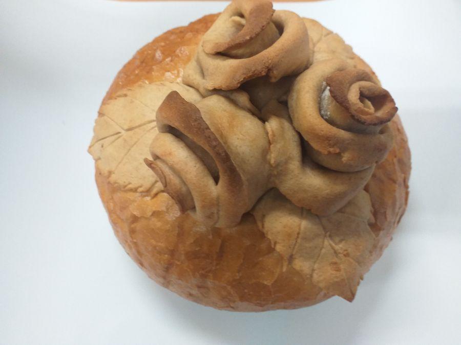 Upieczony chleb przez jednego z rodziców i podarowany na obchody święta