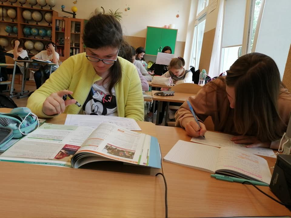 uczniowie podczas pracy