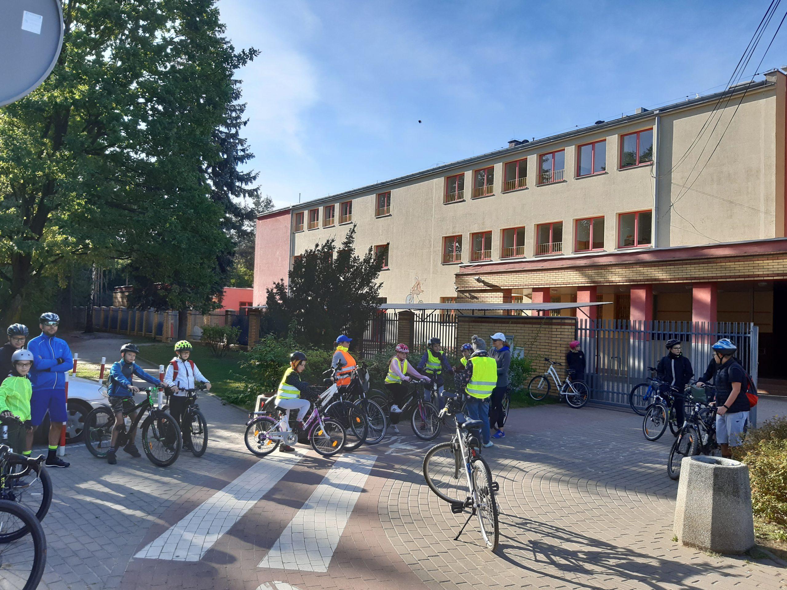 rozpoczęcie rajdu rowerowego