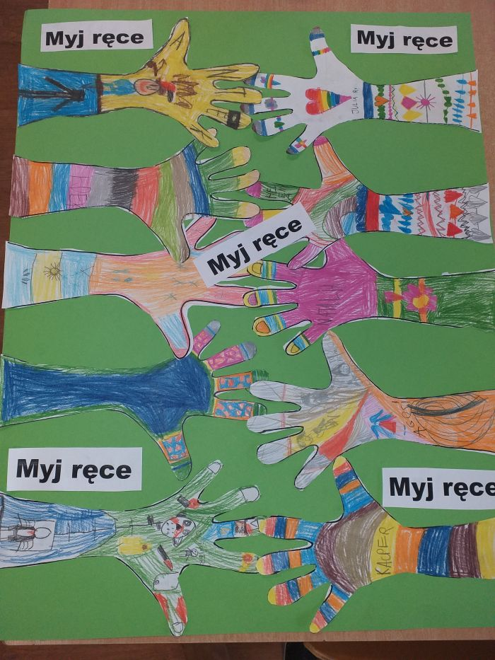 Plakat przedstawiający ręce dzieci