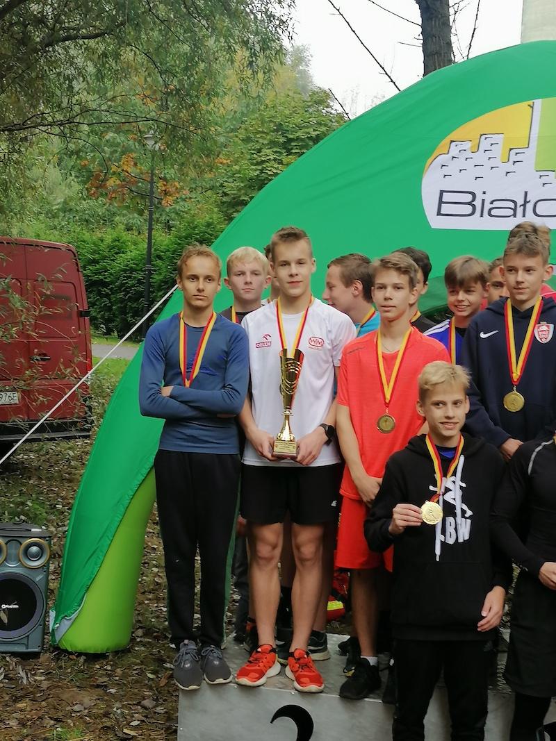 Zwycięska drużyna na podium